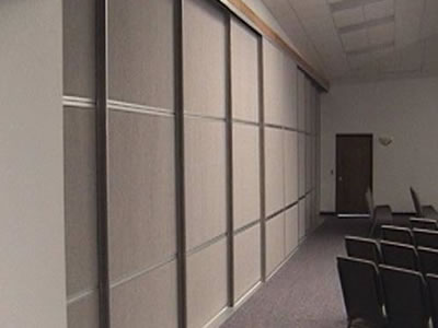 Commercial sliding room dividers panel systems for Sliding panel room divider